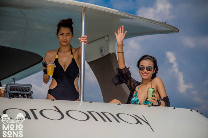hello-models-yacht-pattaya