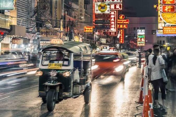 bangkok tuk tuk rain mini