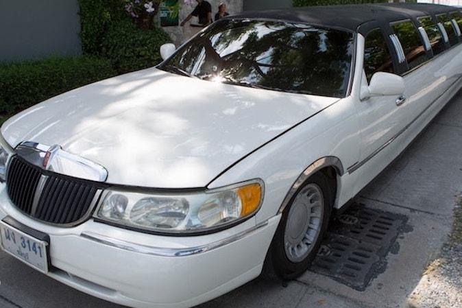 white stretch limousine pattaya mini