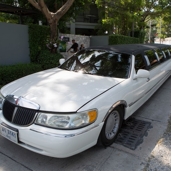 white stretch limousine pattaya