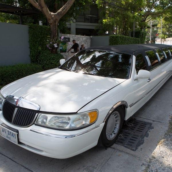 white stretch limousine pattaya