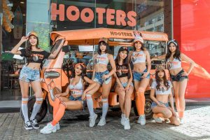 hooters sukhumvit girls tuk tuk