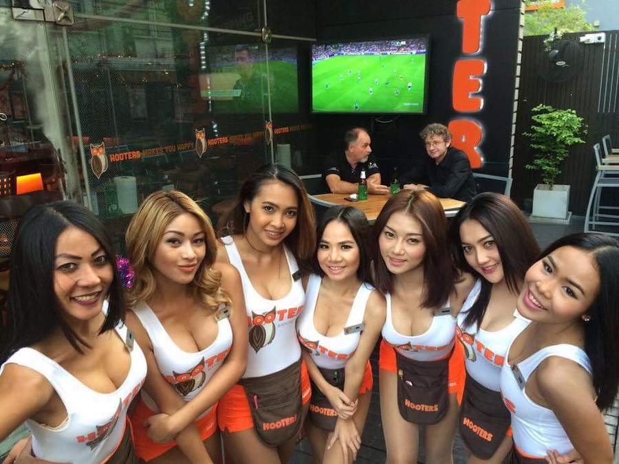 selfie hooters girls bangkok